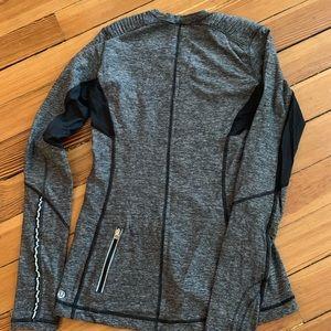 Lululemon Gray Long Sleeve Shirt size 6. So Cute!